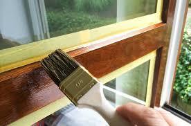 Comment relooker sa fenêtre en bois ?